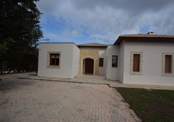 Three-Bedroom House in Aphrodite Hills, Paphos